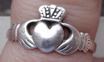 Claddagh ring (photo by Deerstop)