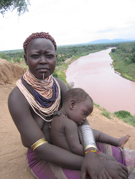 Karo woman and child (photo by Monkeyji)
