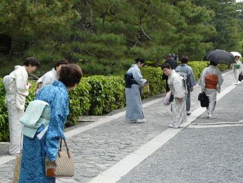 Japanese women bowing