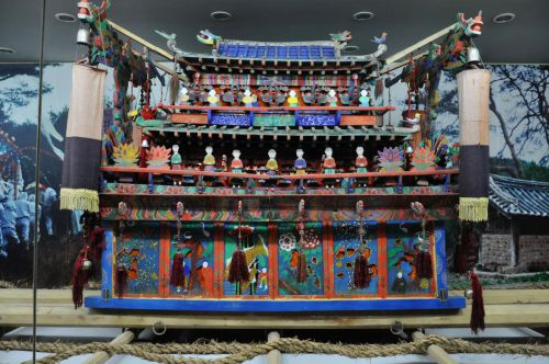 Traditional Korean coffin (photo by Tamaar, Flickr)